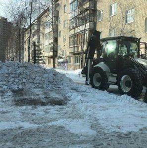 Трактор со щеткой уборка снега