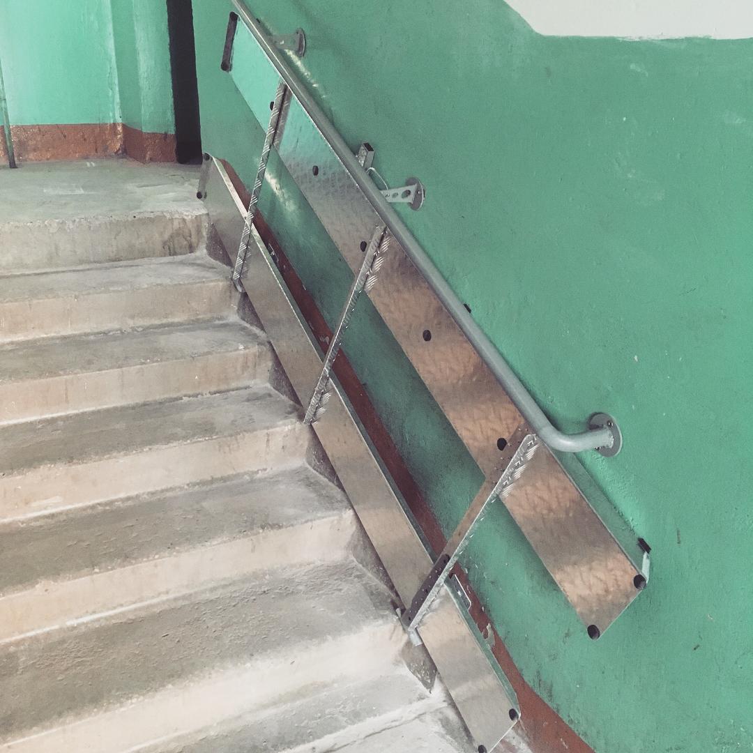 Установка откидного пандуса в подъезде №2