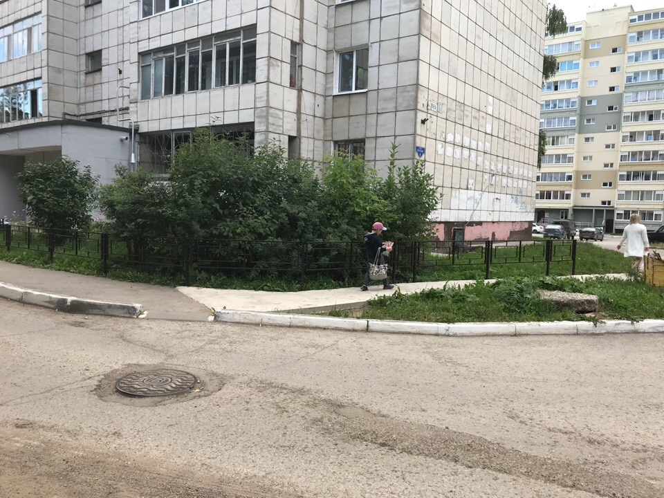 Ремонт ограждения и продление пешеходной дорожки.